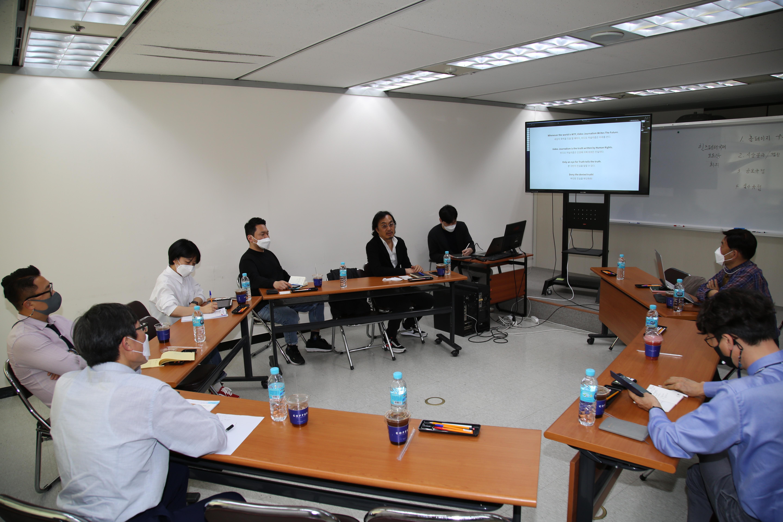 (1면TOP좌측메인)힌츠페터국제보도 회의.JPG