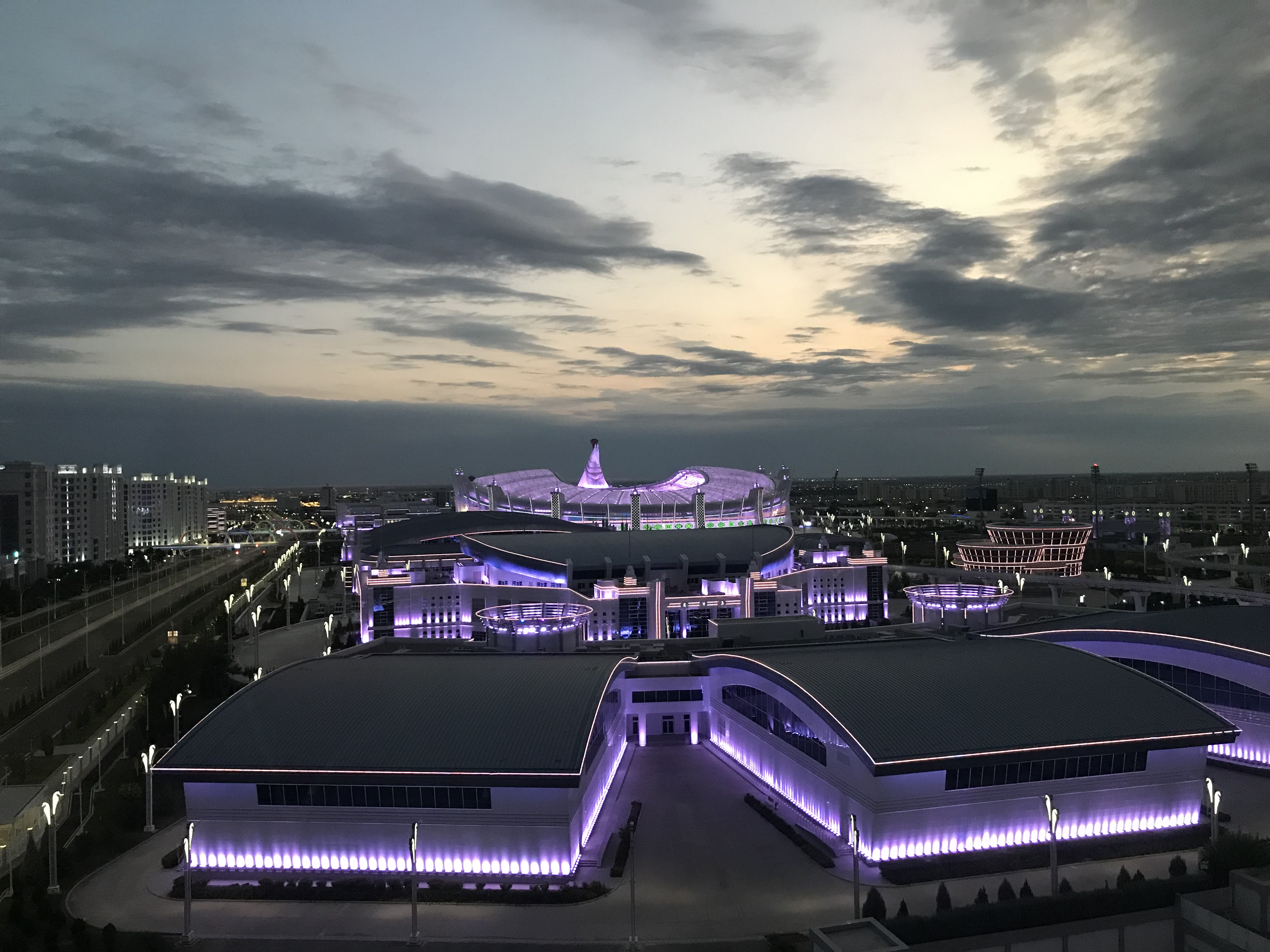 아슈바하트 올림피아드 경기장(사진).jpg